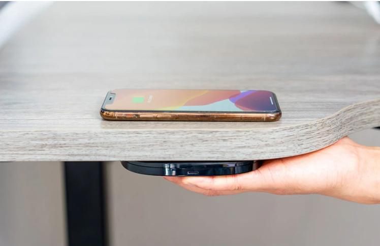 Hudly Invisible Wireless charger: il caricabatterie senza fili che si nasconde sotto il tavolo